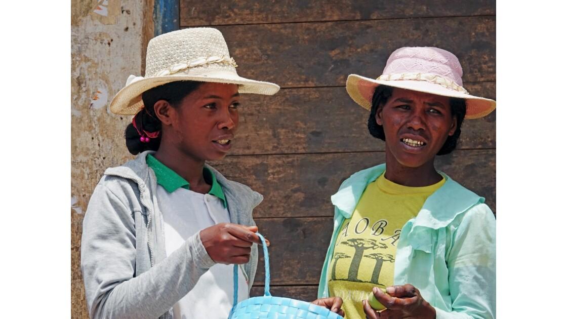 Madagascar RN 7  Les belles de Vohiposa 1