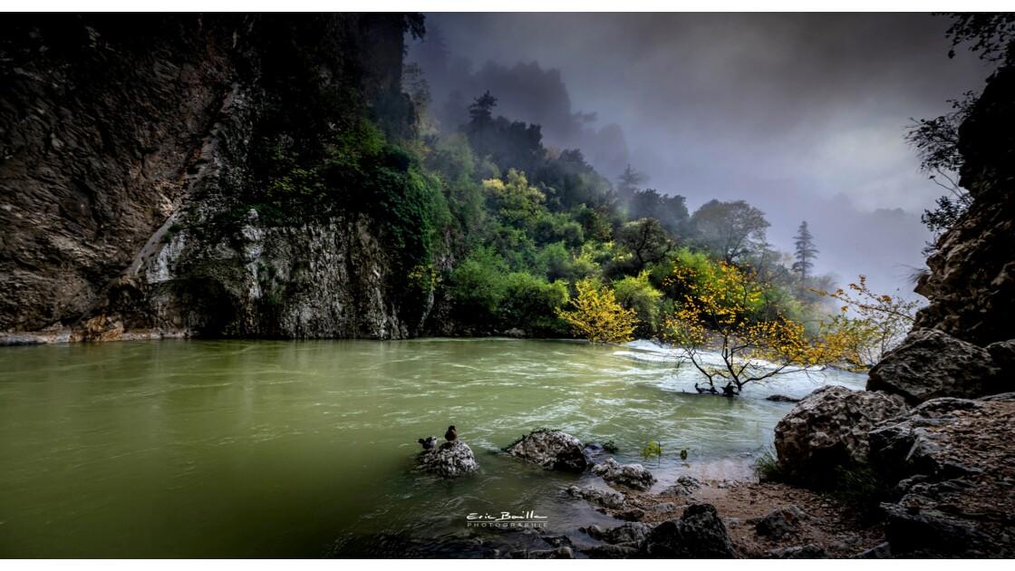 Résurgence à Fontaine de Vaucluse