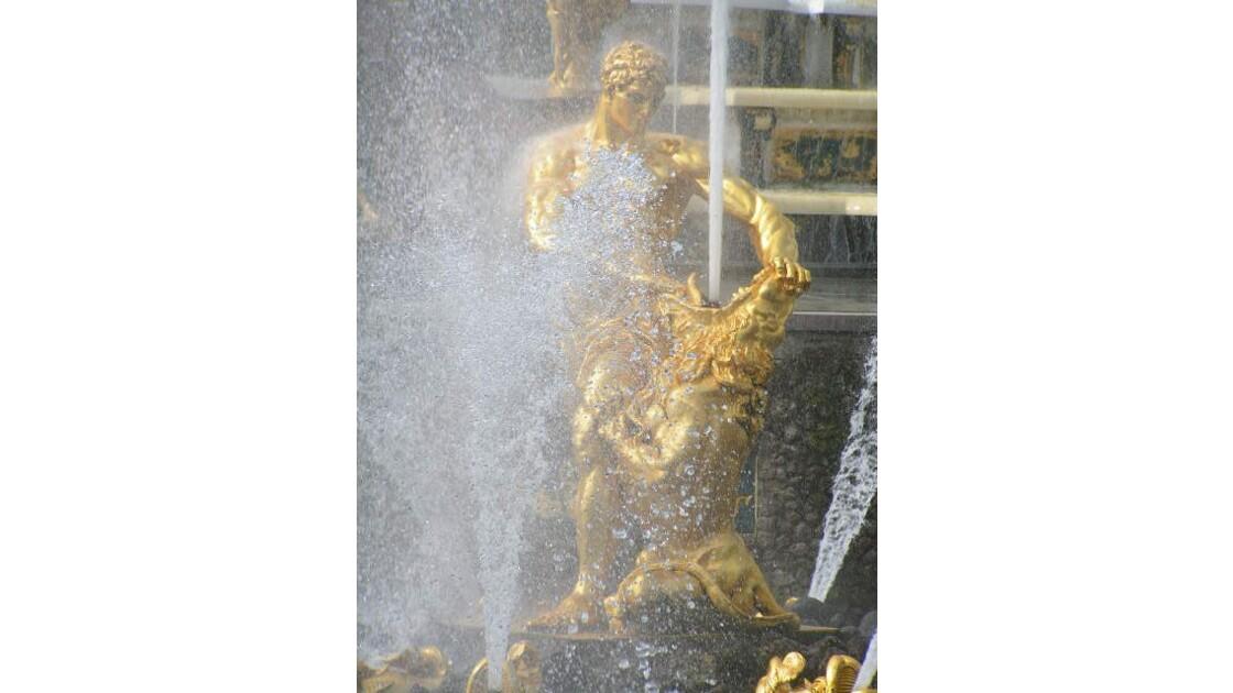 Samson combattant le lion - Fontaines du château de Peterhof Russie