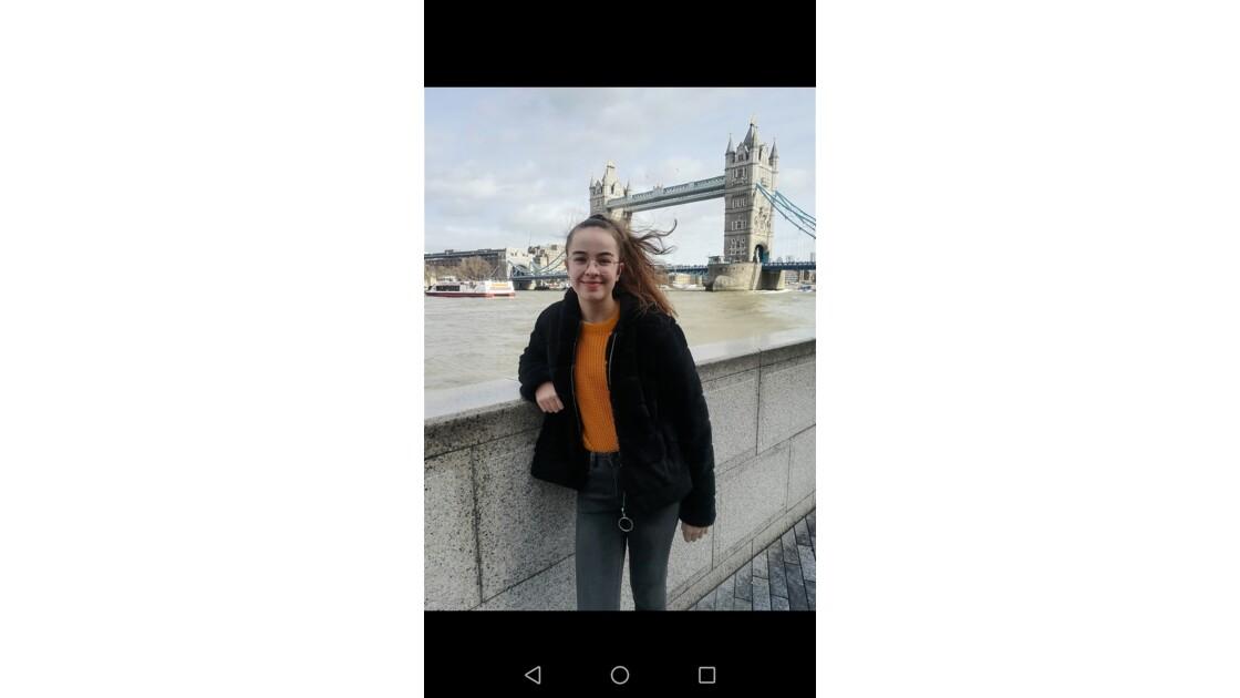 Devant le Tower Bridge