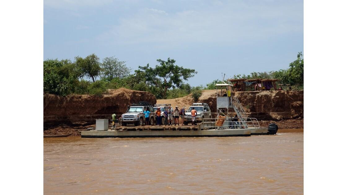 Madagascar Tsiribihina Passage du Bac route de Belo à Bekopaka