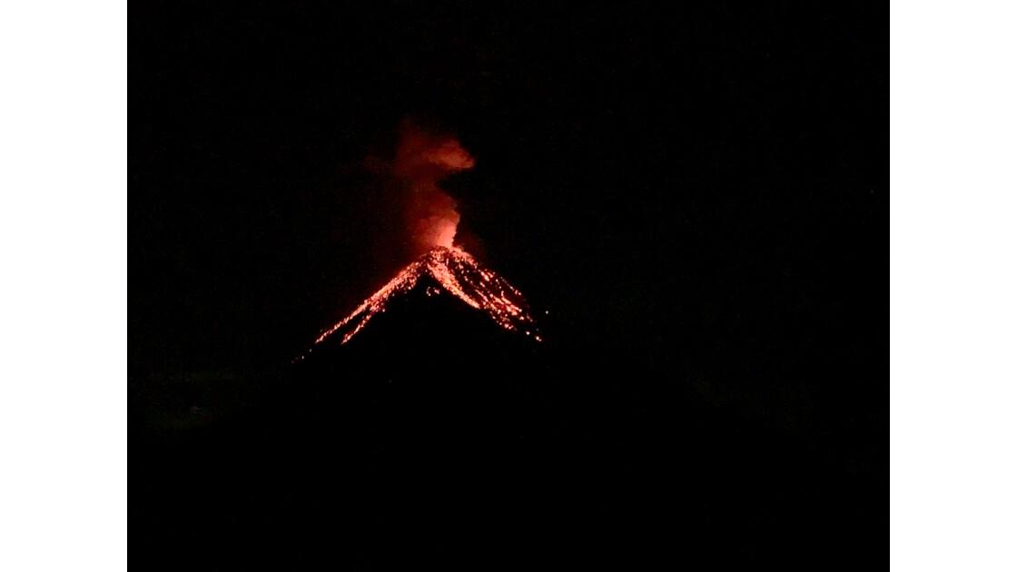 Volcan Fuego en éruption