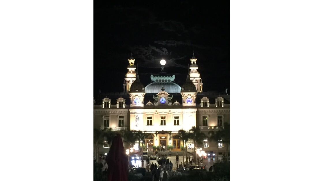 Plaine lune au dessus du Casino