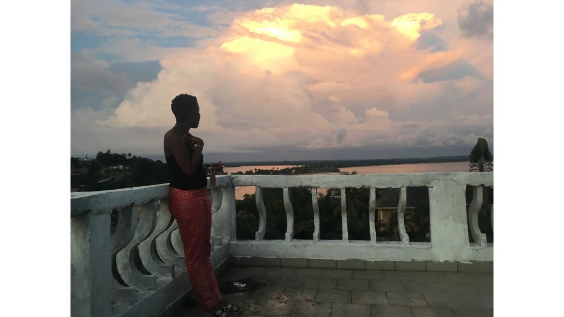 Horizon : the woman at the balcony