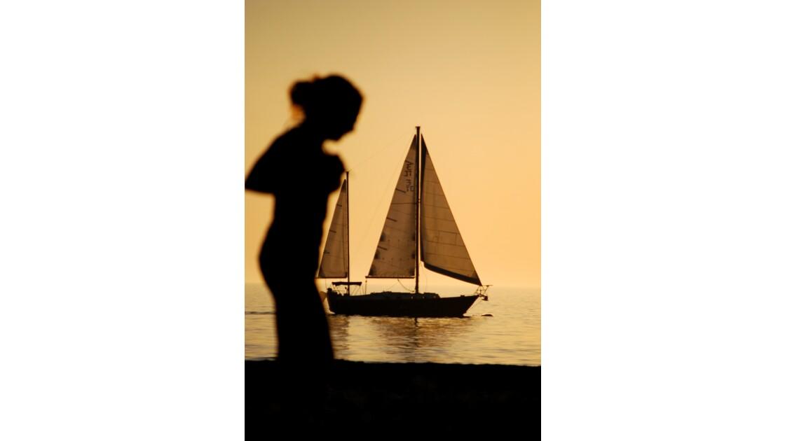 Une ombre au bateau