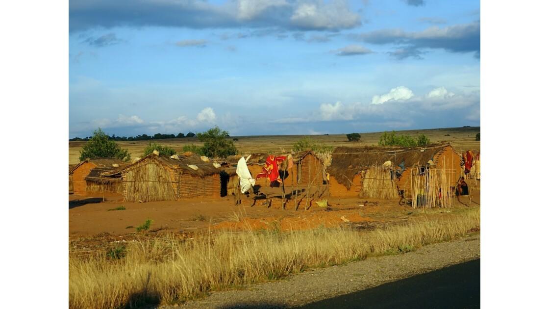 Madagascar RN 7 Village minier près d'Ilakaka 1