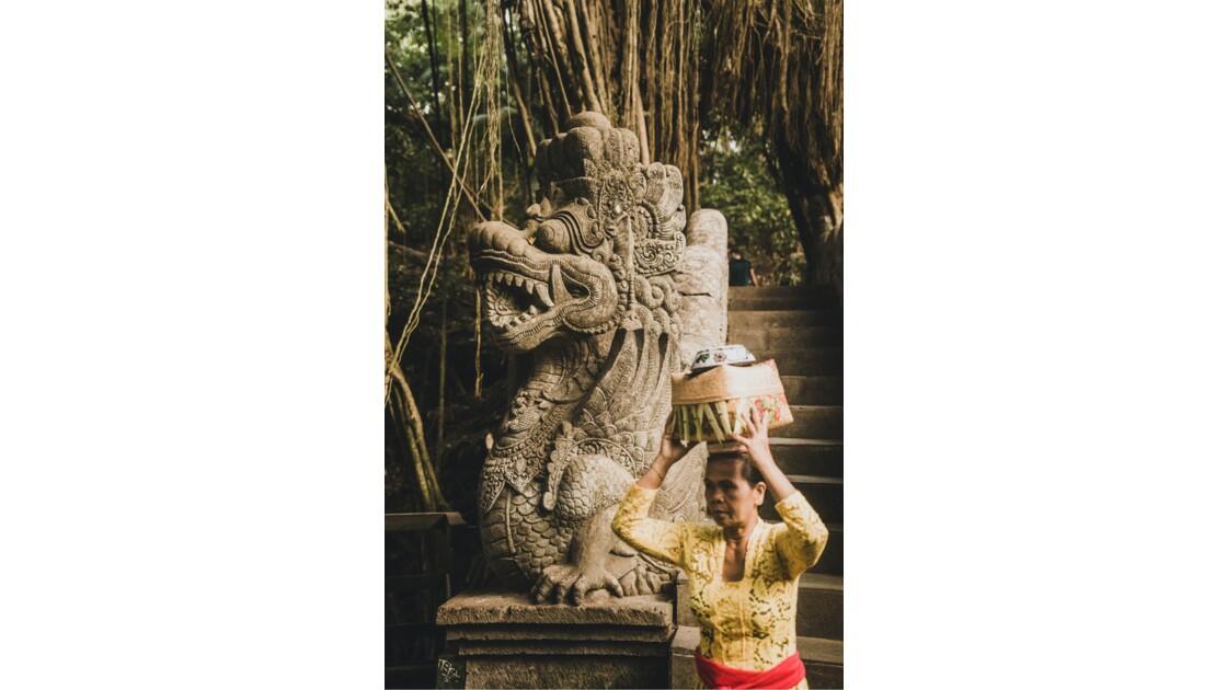 Dragon en pierre à Ubud