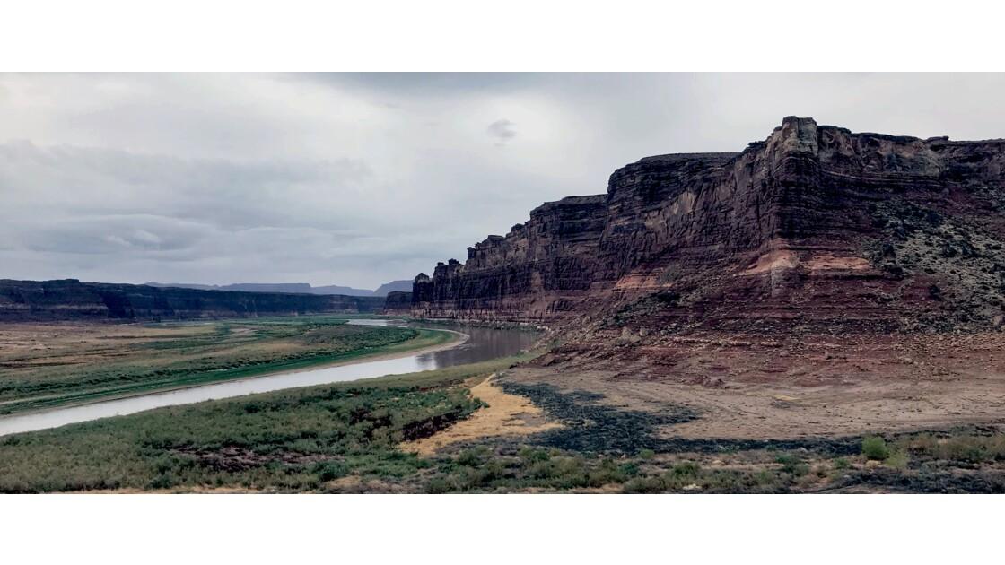 Falaise au dessus du Colorado