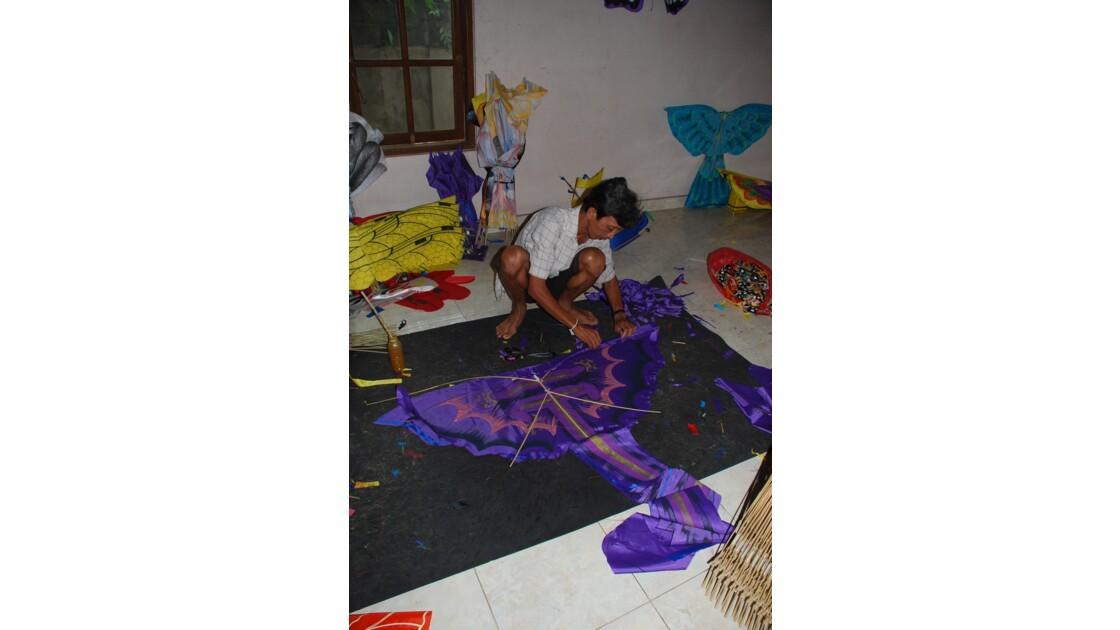 Confection de cerfs-volants à Ubud