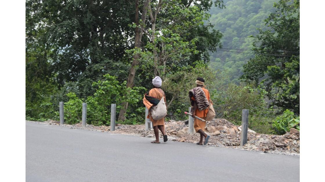 Les contreforts de l'Himalaya: en route vers les sommets