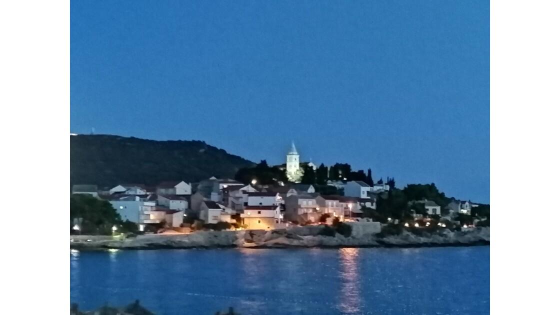 Plage et village de Croatie, Primosten