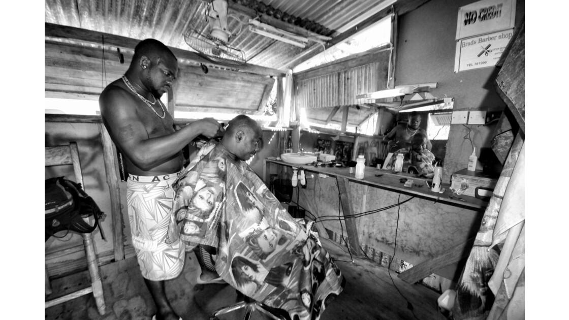 Brady; le seul salon de coiffure de La Digue