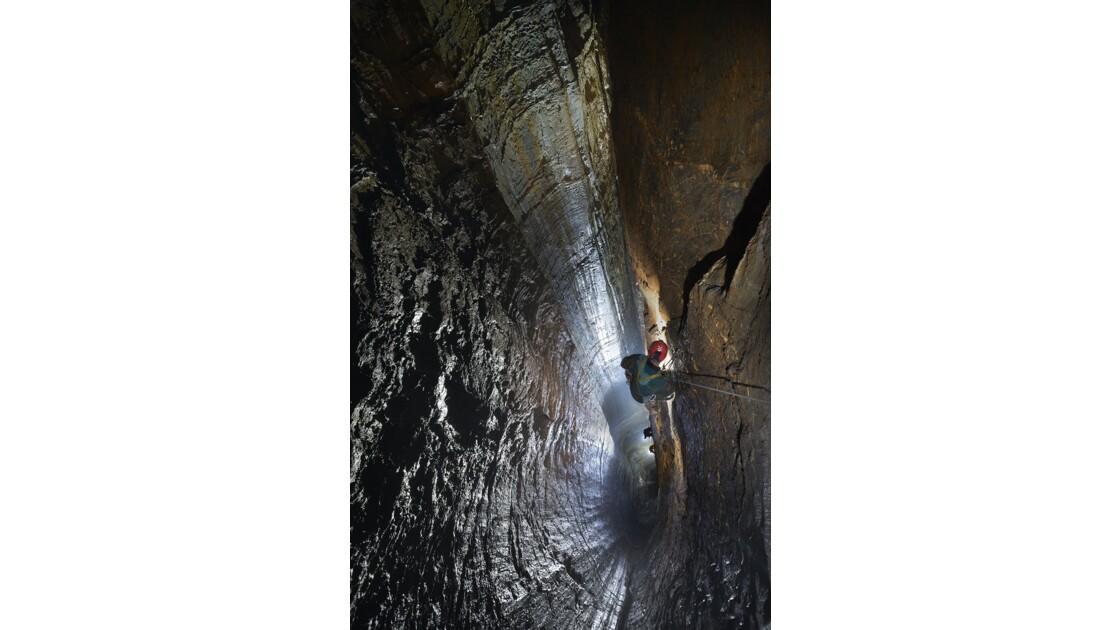 Le puits du Vautour, grotte de l'Ours.