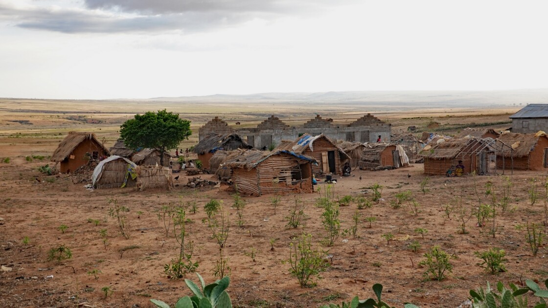 Madagascar RN 7 Village minier avant Ilakaka 3