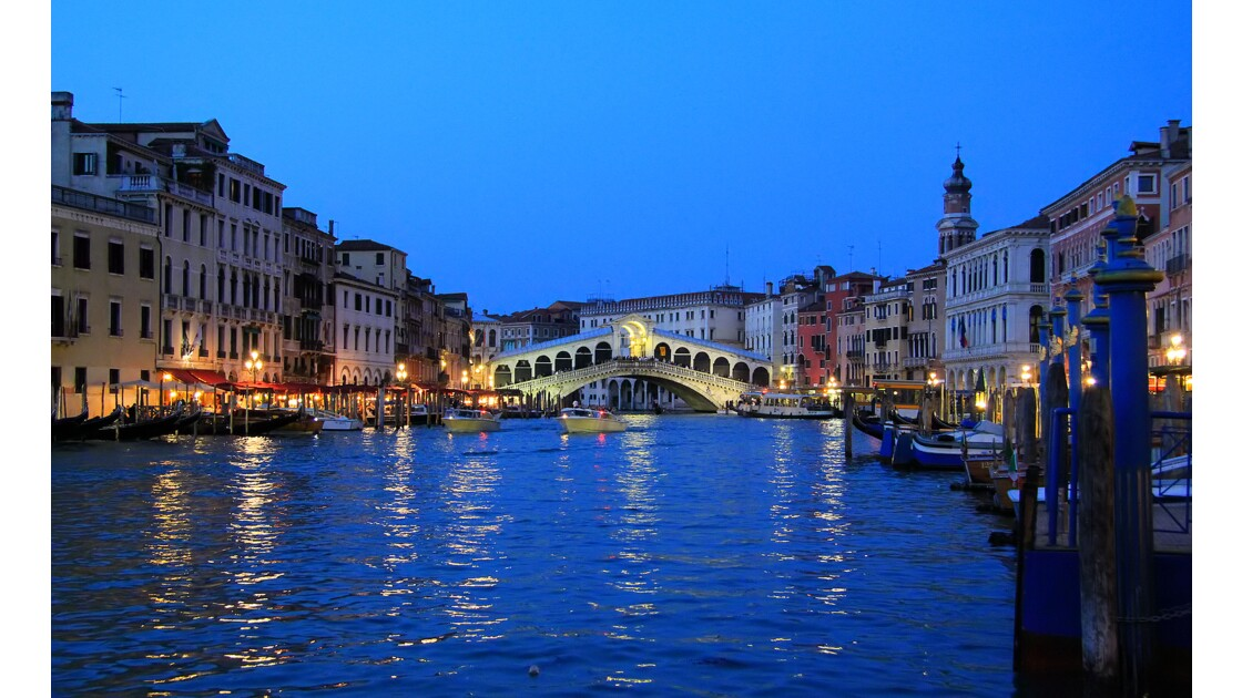 Venise, by night