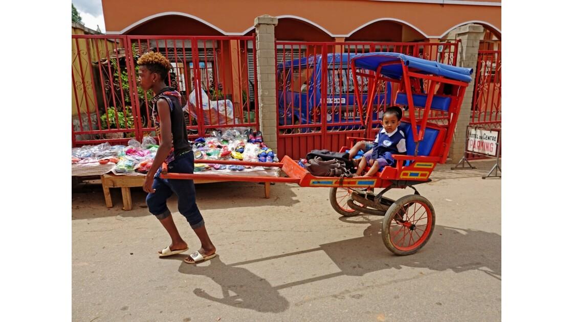 Madagascar RN 7 Ambositra Départ pour l'école 2