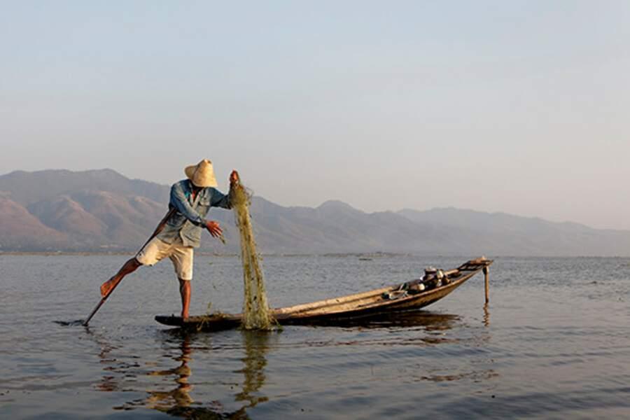 Scène de pêche en Birmanie