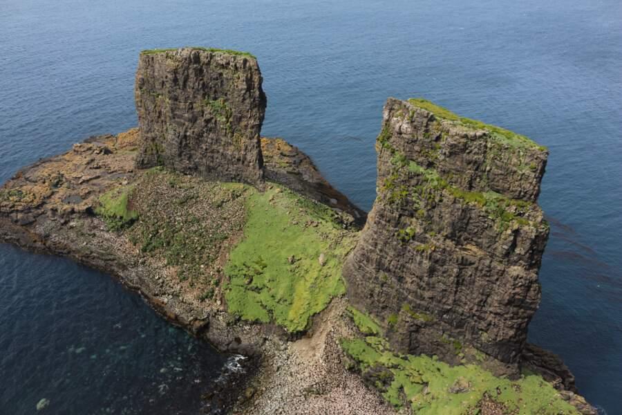 L'arche des Kerguelen vue de la baie de l'Oiseau