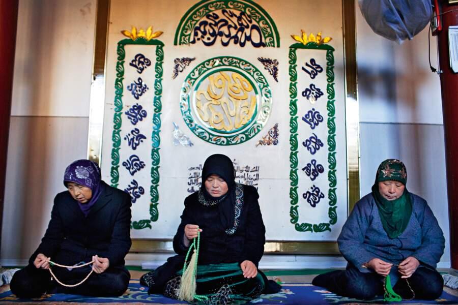 Femme imam et coreligionnaires