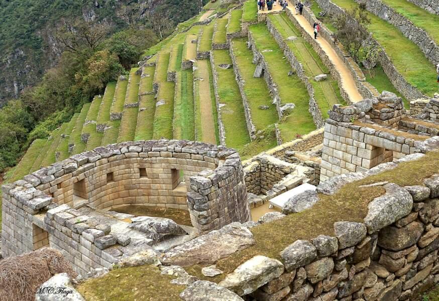 Terrasses constituées en mur de pierre conçues comme des escaliers géants