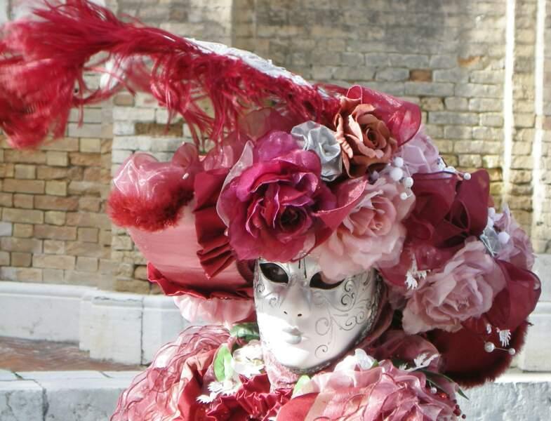 Chapeautée de roses