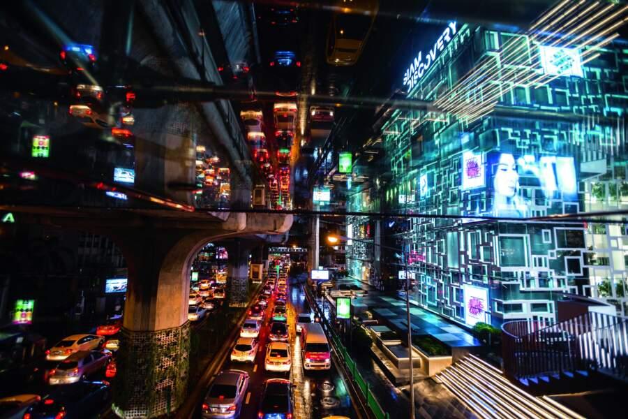 Grâce à l'hydroélectricité, Bangkok ne s'éteint jamais