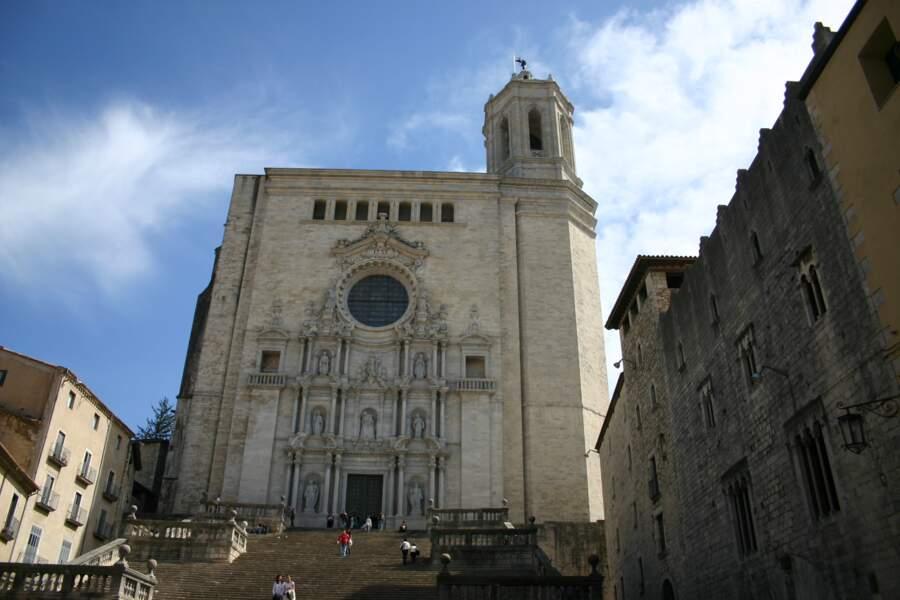 Le parvis de la cathédrale de Gérone, en Espagne : les escaliers du Grand Septuaire de Baelor, à Port-Réal