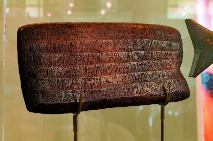 Tablette gravée de l'écriture rongo-rongo au musée de l'île