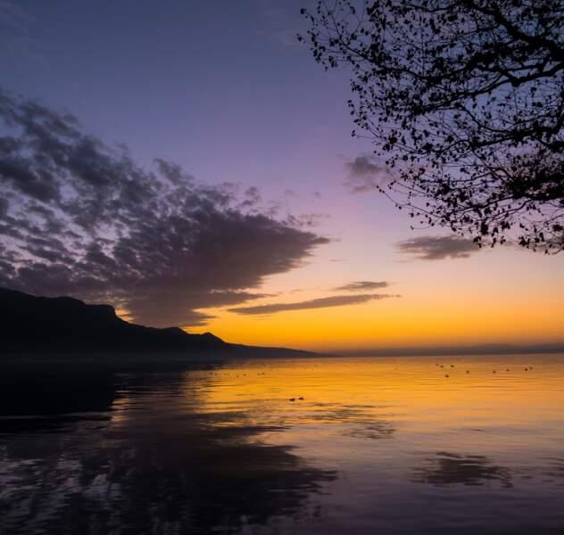 Coucher de soleil sur le lac Léman, en Suisse