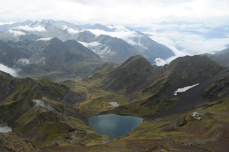 Randonnée dans les Pyrénées jusqu'au lac d'Oncet à plus de 2 000 m d'altitude