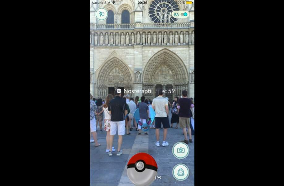 Nosferapti virevolte devant Notre-Dame de Paris