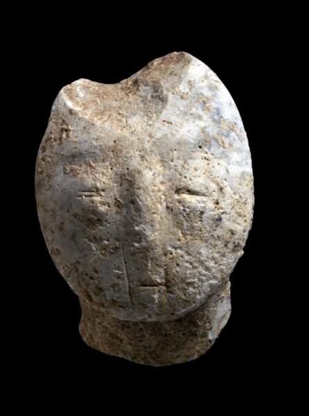 Des statues en pierre ou en argile