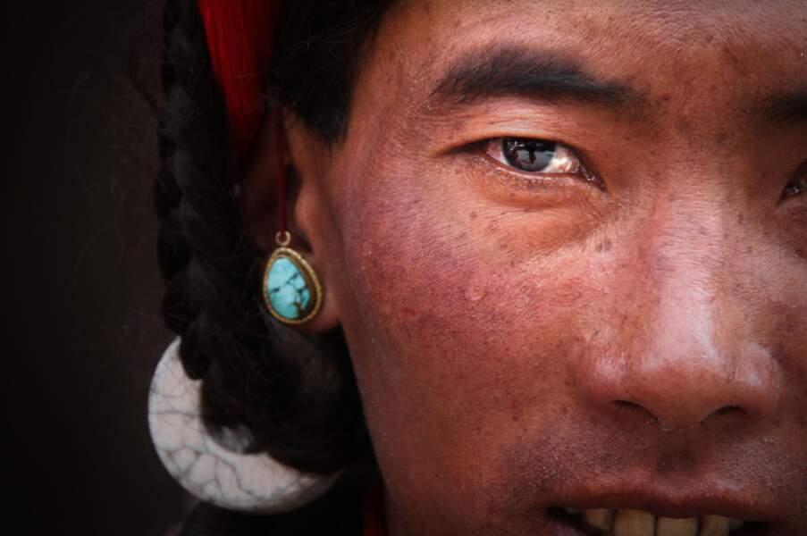 Au Tibet, droit dans les yeux