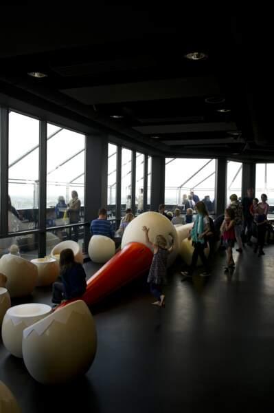 Le bar Le Nid au 32e étage de la Tour de Bretagne