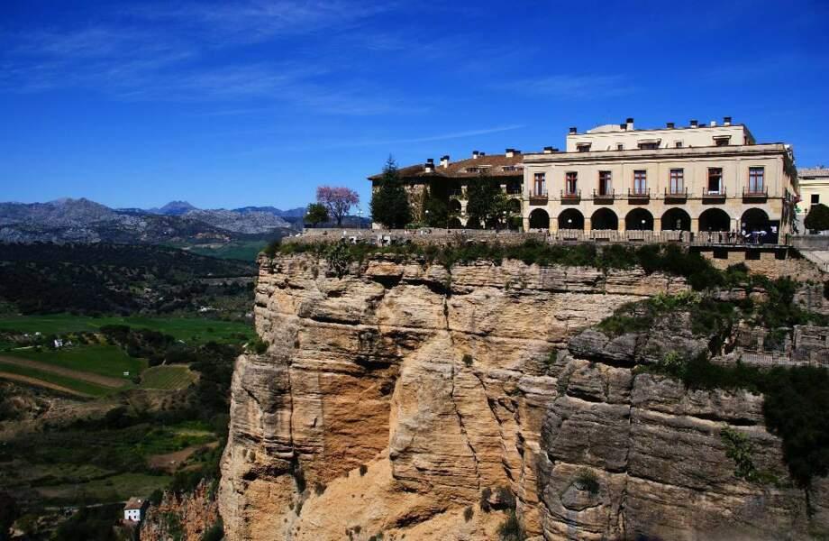 Située sur le bord d'un plateau rocheux, Ronda offre un panorama superbe sur les paysages andalous. Espagne