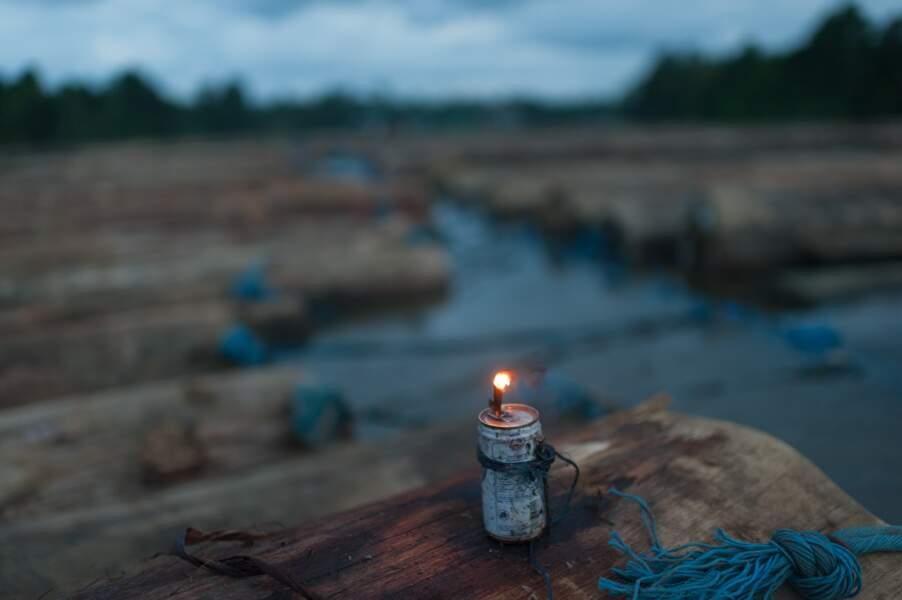 La nuit tombe sur le fleuve Lamandau