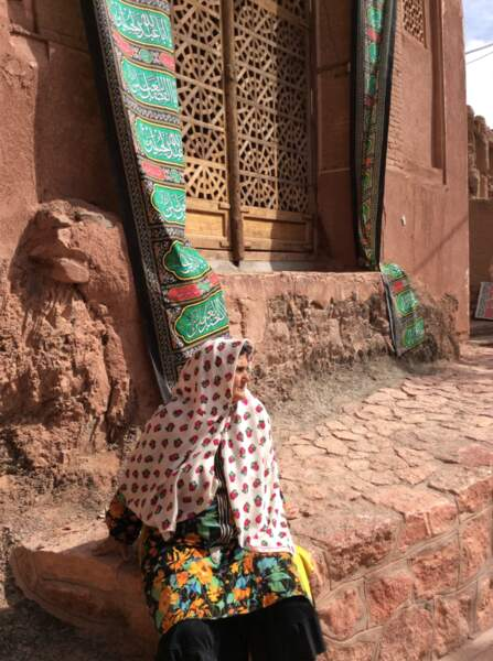 Habitante du village d'Abyaneh en tenue traditionnelle