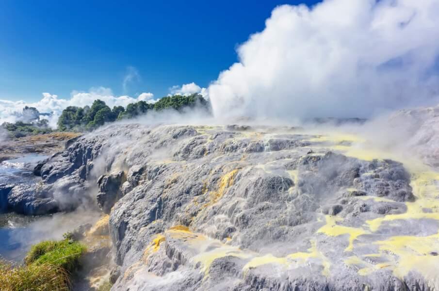Un haka sous le geyser