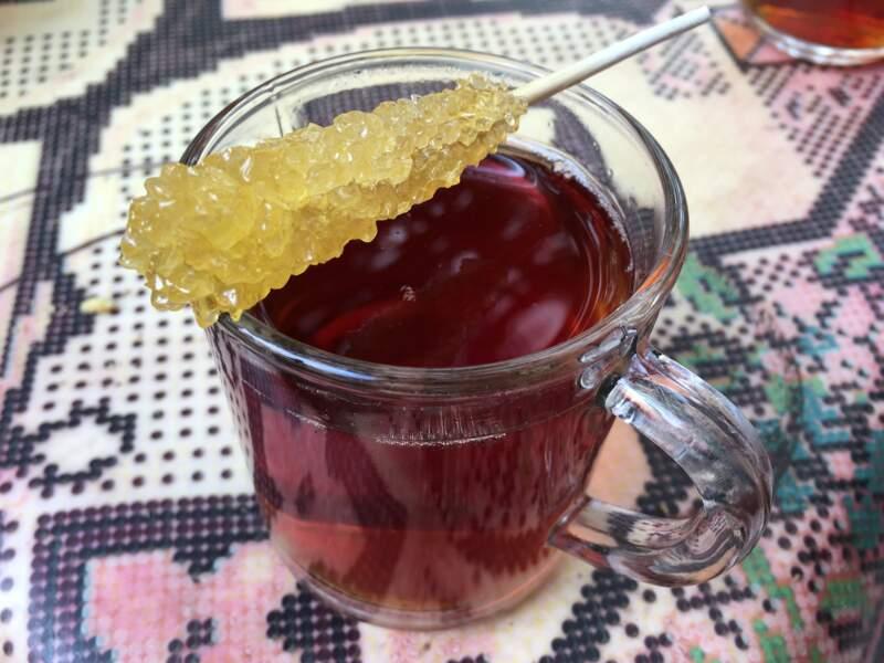 Thé à la cardamome et sucre saffrané