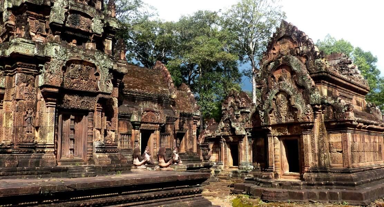 Temple de Banteay Srei ou temple des femmes en grès rose, au Cambodge