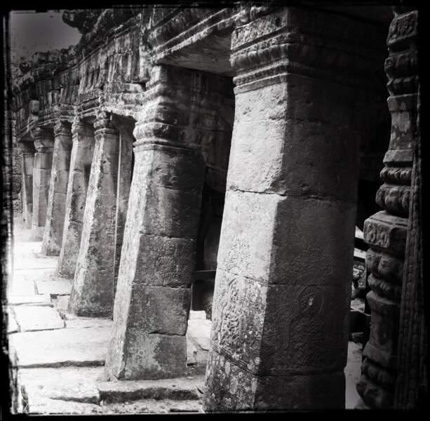 Colonnes aux bas-reliefs martelés - Banteay Kdei