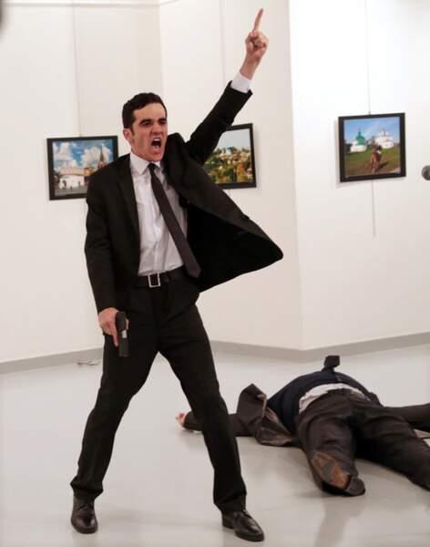 Assassinat de l'ambassadeur russe à Ankara, en décembre 2016 - Photo de l'année