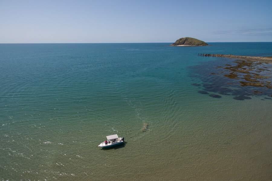 Rangers aborigènes de la tribu Yuku Baja Muliku patrouillant les eaux d'Archer Point