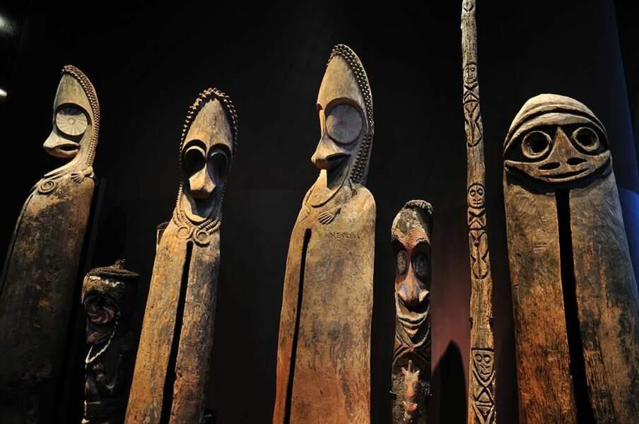 Tambours verticaux des Vanuatu, au Musée du Quai Branly (Paris) par j.logo