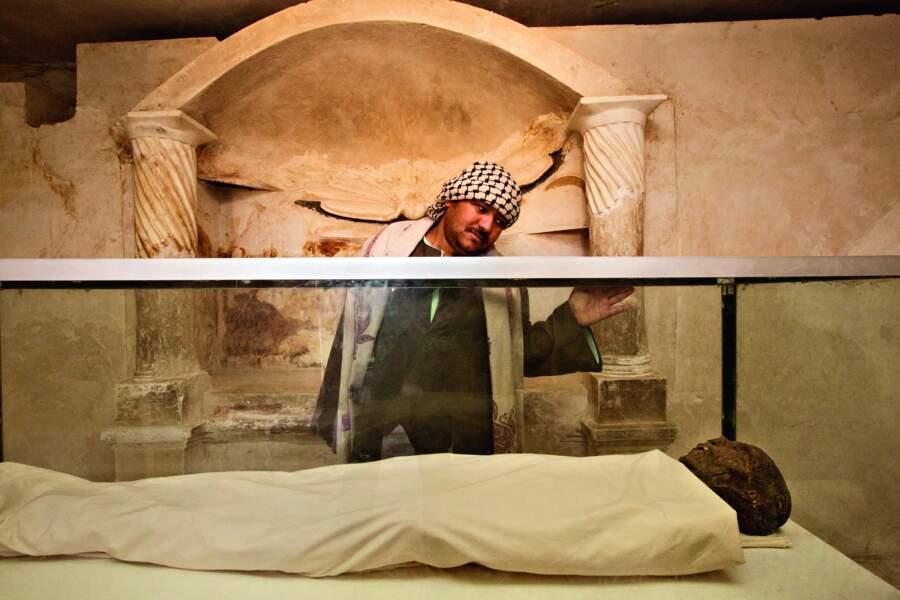 La noble Isadora, momifiée, repose à Hermopolis Magna