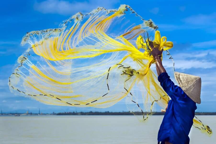 Pêche à l'épervier, rivière Hoi An, Vietnam