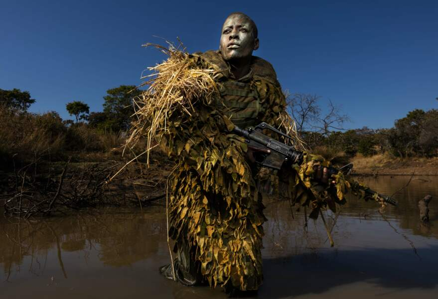 """Zimbabwe : les femmes Akashinga, en lutte contre le braconnage – 1er prix catégorie """"environnement"""" (image unique)"""