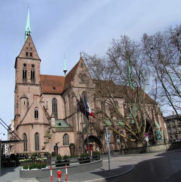 La majestueuse église protestante Saint-Pierre-le-Jeune