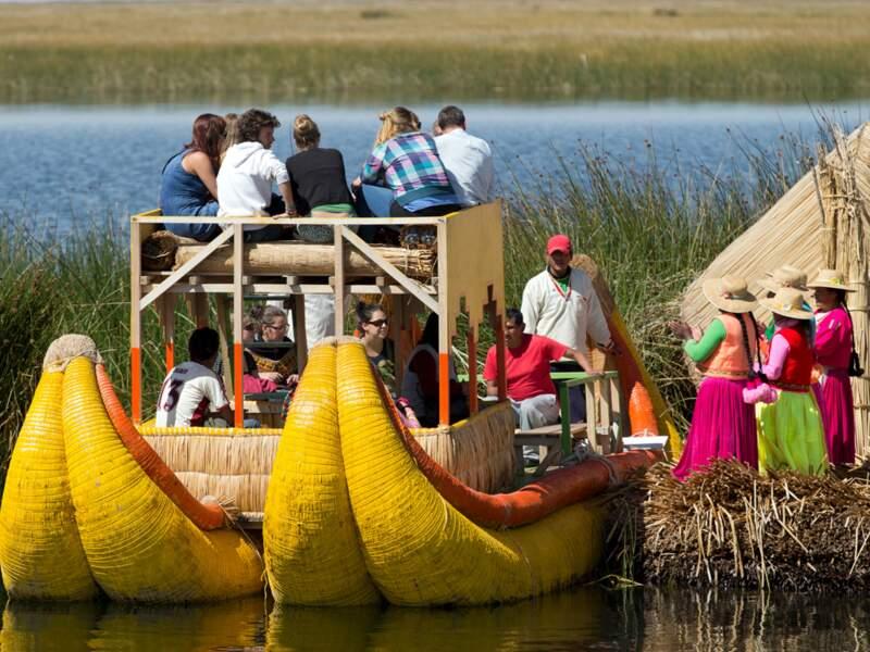 """Les """"botes"""" peints en jaune vif, avec des banquettes de velours, semblent sortis d'un péplum"""