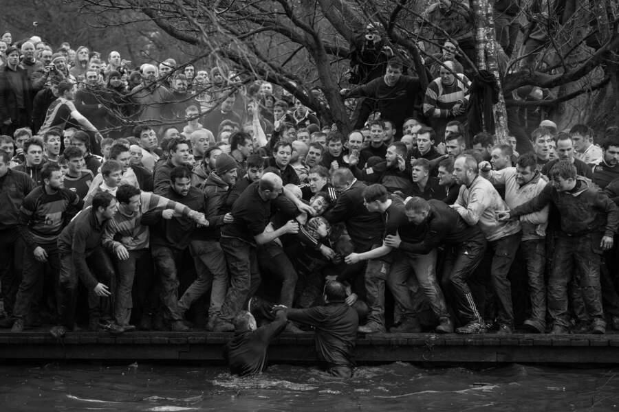 """Drôle de match de foot à Ashbourne, au Royaume-Uni - Catégorie """"sport"""" (images uniques)"""